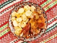 Печено агнешко бутче с мед, горчица и картофи на фурна